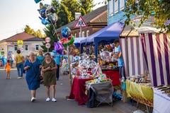 Borovsk Rosja, Sierpień, - 18, 2018: Zakupy arkada na miasto ulicie zdjęcie stock