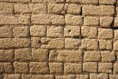 Borowinowy ściana z cegieł Obrazy Stock