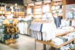 Borrão abstrato da roupa bonita loja e shopping inter fotografia de stock royalty free