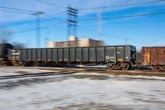 Borrão de movimento de trilhas de cruzamento do trem de mercadorias Fotos de Stock Royalty Free
