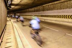 Borrão de movimento do ciclista na estrada subterrânea Fotografia de Stock Royalty Free