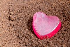 Borra de café com coração sobre Imagens de Stock Royalty Free