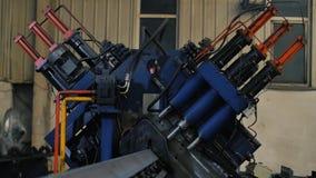 Borra hålmetalljärn på den industriella CNC-maskinen i fabrik moderna teknologier lager videofilmer