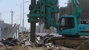 Borra maskineriborrande i land, konstruktionsplats arkivfilmer