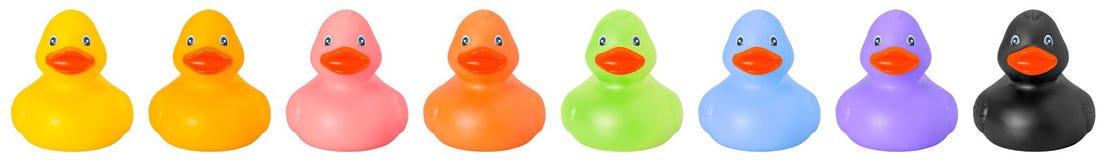 A borracha do brinquedo colorida ducks a parte anterior imagem de stock royalty free