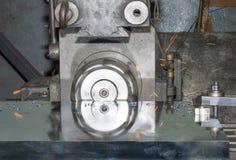 Borrandemaskin som bearbetar med maskin mitten på att arbeta Royaltyfri Foto