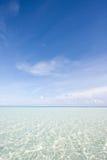 Borre el agua en los Maldives imagen de archivo libre de regalías