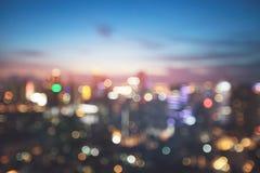 Borre a luz do bokeh na cidade no fundo da noite imagem de stock