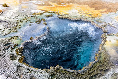 Borrelend water in geiserpool in Hoger Geiserbassin, Yellowstone Stock Foto
