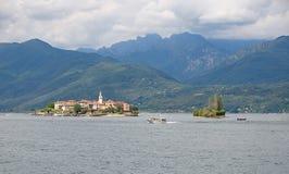 Borromean wyspy - - Isola Superiore rybaków ` s wyspa na Jeziornym Maggiore, Stresa, Włochy - fotografia stock