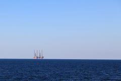 Borrplattformar på havet arkivfoton