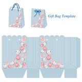 Borsa blu del regalo con le bande ed i fiori rosa Immagine Stock