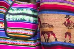 Borsa colorata di lana al mercato andino di Cusco, Perù Fotografia Stock