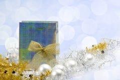 Borsa d'argento con regalo di Natale Immagine Stock Libera da Diritti