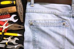 Borsa degli arnesi in un fondo delle blue jeans Immagini Stock Libere da Diritti