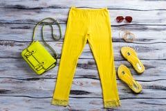 Borsa della calce e pantaloni gialli Fotografia Stock Libera da Diritti