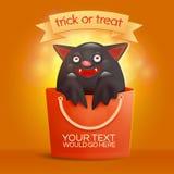 Borsa di Halloween con il pipistrello divertente dentro Concetto di scherzetto o dolcetto Fotografia Stock
