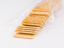 Borsa di interi cracker organici freschi del grano. Fotografie Stock Libere da Diritti