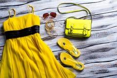Borsa gialla della calce e del vestito Immagini Stock Libere da Diritti