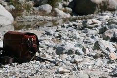 Borsa sulle rocce Fotografie Stock Libere da Diritti