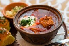 borsch rosso del borsch ucraino tradizionale del piatto con carne Fotografia Stock Libera da Diritti