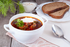 Borsch, soppa från en beta, kött och kål med tomatsås royaltyfria foton