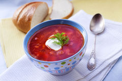 Borsch - soupe ukrainienne traditionnelle à betteraves et à chou Photos stock