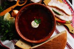 Borsch ucraniana com pão do bacon e de cebola Fotos de Stock