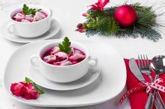 Borscht festivo com bolinhas de massa Imagem de Stock