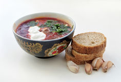 Borscht with sour cream and parsley, garlic bread Stock Photography
