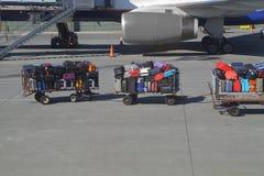 Borse ad un aeroporto Fotografie Stock Libere da Diritti