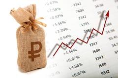 Borse del grafico russo di crescita e di valuta con le cifre fotografia stock