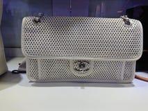 Borse di Chanel all'esposizione della finestra Immagini Stock