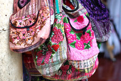 Borse di mano variopinte del tessuto in Bali Fotografie Stock Libere da Diritti