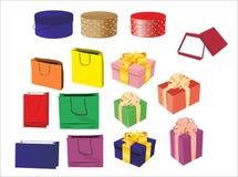 Borse e contenitori di regalo con l'arco Fotografie Stock