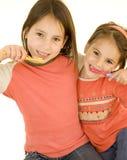 borsta flickor hans tänder två Arkivfoto