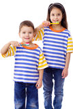 borsta ungar som tillsammans ler tänder Fotografering för Bildbyråer