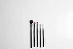 Borstar för makeup på vit bakgrund som fotograferas från över Royaltyfri Fotografi