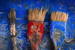 Borstar i målarfärg Arkivfoto