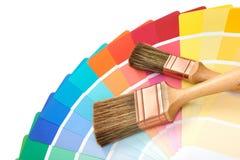 Borstar med en handbok för färgpalett Arkivbilder