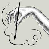 Borste för målarfärg för hand för kvinna` s hållande och kalligrafikaraktärsteckning Arkivbild