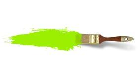 Borste med den gröna målarfärgslaglängden som isoleras på vit bakgrund Fotografering för Bildbyråer