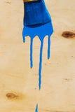 Borstel in blauwe verf Stock Afbeelding