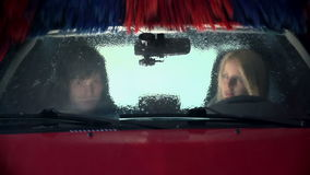 Borstel die het windscherm schoonmaken stock video