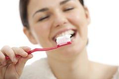 Borstelende tanden Royalty-vrije Stock Foto's