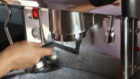 Borstelokalvårdgrupp av espressomaskinen lager videofilmer