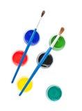 Borstels en kleurrijke gouacheverf Stock Afbeeldingen