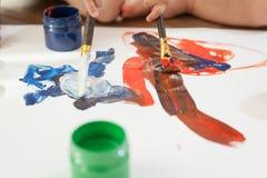 Borstels en tekening door vervenclose-up stock fotografie
