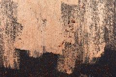 Borstelslagen van gouden Verf op donkere Oppervlakte royalty-vrije stock afbeeldingen
