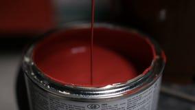 Borsten doppade i målarfärg lager videofilmer
